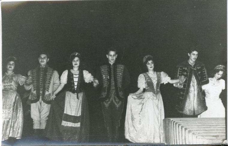Palotást táncolunk a Petőfi Műv. Ház szinpadán (1959. december 17.)