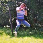 1997.08.08. Sebesviz, Kudlik Robi fényképezőgépével ugrik (Photo: Eifert János)