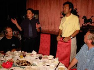 2002-Kína-Beijing-üdvözlés