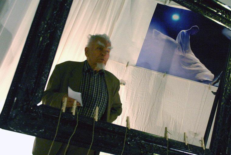 Dr. Dienes Gedeon megnyitja a kiállítást (Photo: Eifert János)
