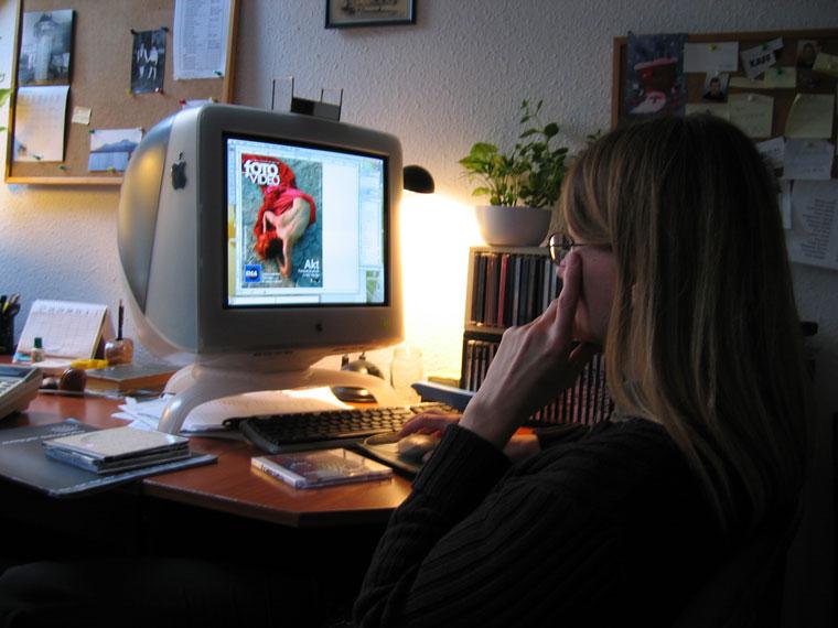 Fehérvári Gizi tervezőszerkesztő, FotoVideo szerkesztősége (Photo: Eifert János)