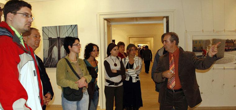 2006-Alföldi-Galéria-Eifert-tárlatvezetése