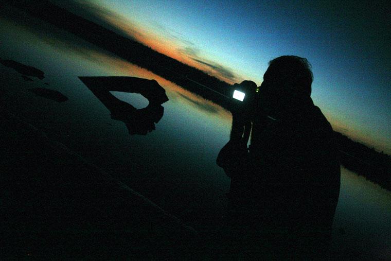 Esti felvétel. Eifert a Lake Huron partján fényképez (Lisa Horvath felvétele)