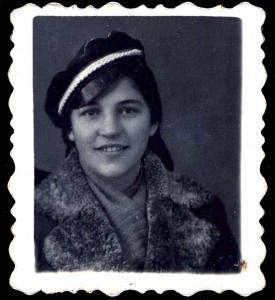 Anyám - Bódi Lenke - diáksapkában, 1938 körül