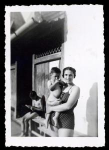 Anyámmal, Félix-fürdön, 1944. augusztus