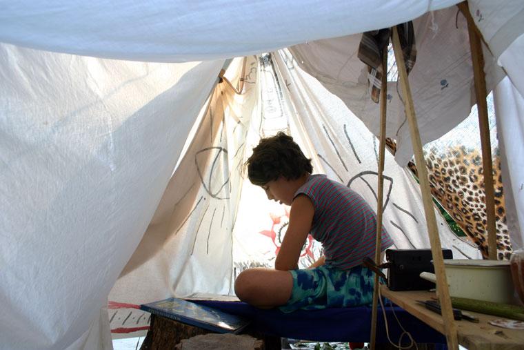 2005-08-13-Hont-Kata-sátorban