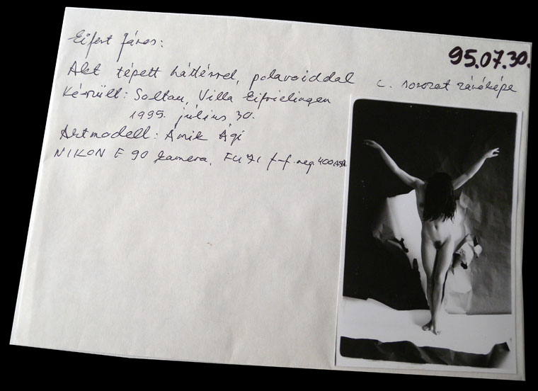 1995-07-30-Akt-tépett-háttérrel-01