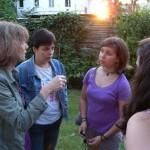 Kerti-party-megbeszélés-a-lányokkal