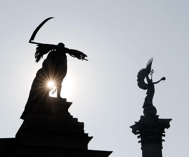 Budapest-Hősök-tere-szobrok-01