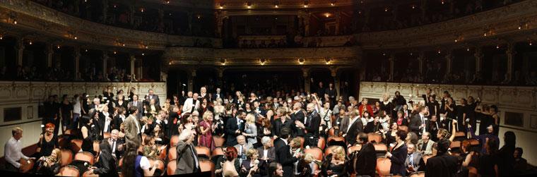 Pécsi-Balett-50-éves-gálán-régi-tagokat-köszöntik