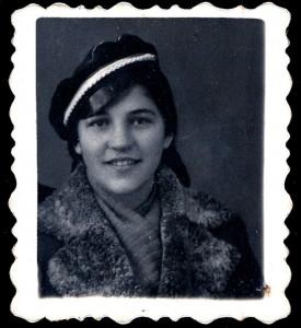 Anyám-Bódi-Lenke-diákként-1938