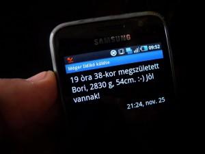 Kiss-Bori-megszületett-Mobil-üzenet