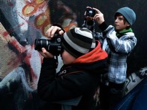 2010.12.06.-Fotóiskola-fényképezők-falnál