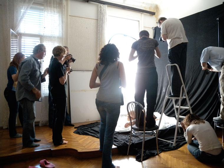 Aktfényképezés-műteremben