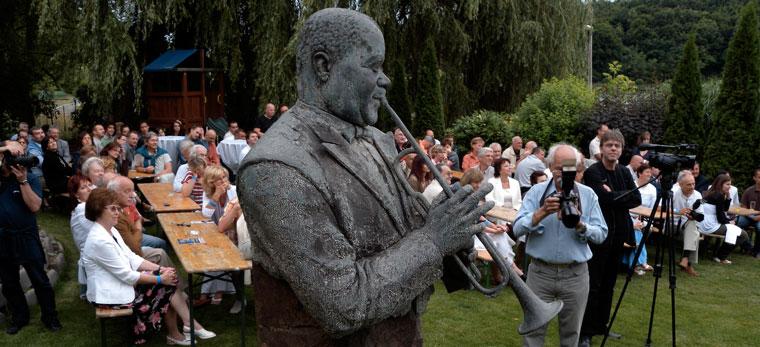 Bánk, Tó Wellness Hotel, Meglepetéskoncert Armstrong szobránál (Photo: Eifert János)