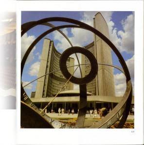 City Hall, Ontario Toronto, Canada (Photo: Eifert János) - Rössing: Architekturfotografie (VEB Fotokinoverlag Leipzig, 1987)