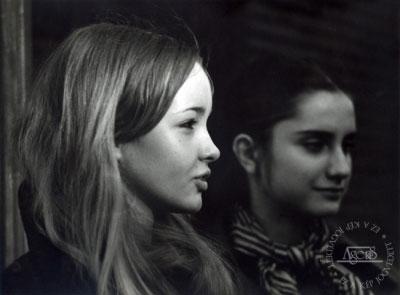 Eifert János: Fiatalok, 1970. (7. Ágens Fotóárverésen elkelt fotó, a képen: Szamosi Judit és Móger Ildikó)