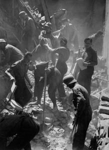 II. világháborús bombázás utáni romeltakarítás,Budapest 1944 körül