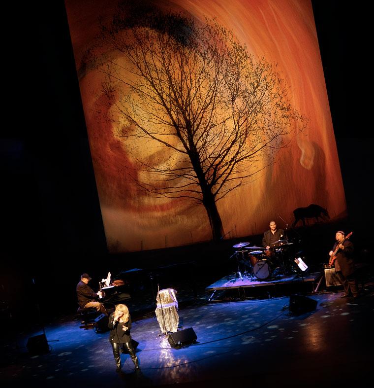 Bódy Magdi-koncert, háttérvetítéssel. MŰvészetek Palotája, Budapest, 2011. november 27. (Imre Tamás felvétele)