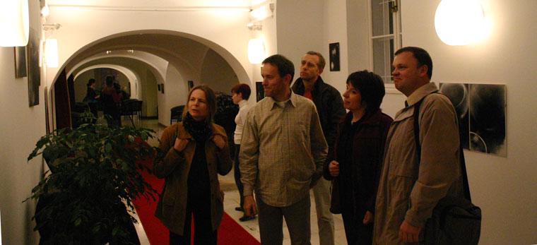 Fotogram. Kiállítás a Eszterházy Károly Főiskola Rajz Tanszékének Kepes György Vizuális Műhelyében készült hallgatói munkákból, Nemzeti Táncszínház Kerengő Galériája, 2005. október 13 – 30. (Photo: Eifert János)