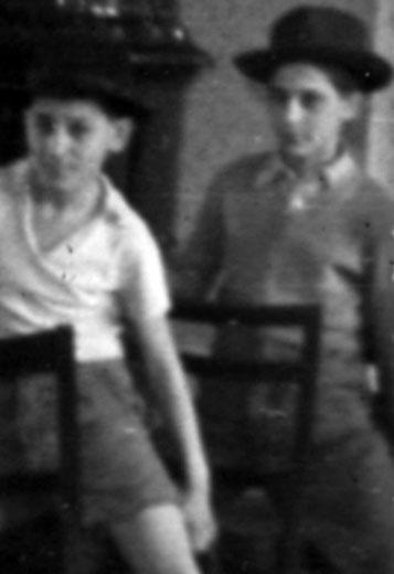 Vásárhelyi Népi Együttes próbatermében, székes-kalapos tánc Koromöcsivel (1957. március)