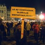 Le az uzsorások globális diktatúrájával! Békemenet a Kossuth-téren  (Photo: Eifert János)