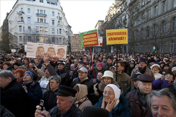 Klubrádió demonstráció (MTI Fotó, Szigetváry Zsolt)