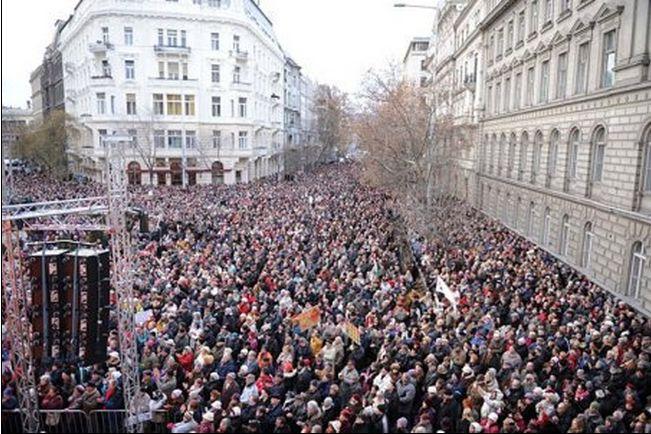 Klubradió tiltakozás (Fotó: Piroslap.blog.hu)