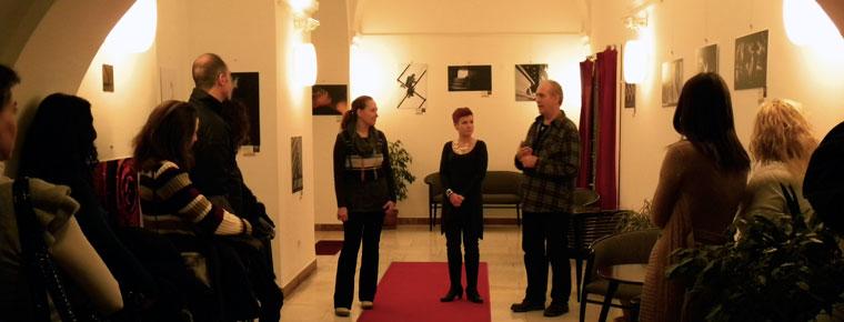 A FotóOktatás.hu iskola kiállítását Imre Anikó és Eifert János nyitja meg