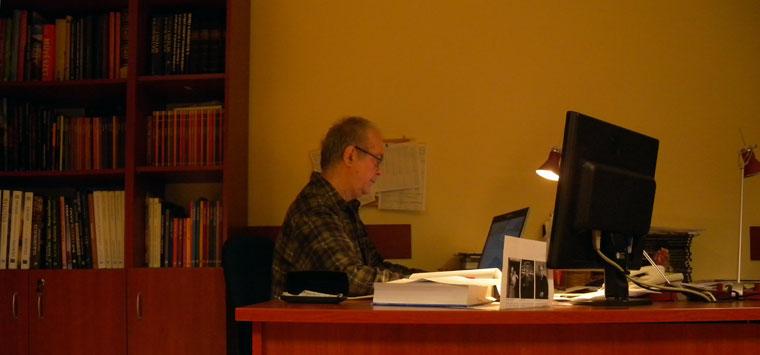 Késő este is dolgozom a Kossuth Kiadónál, készülő könyvem leadása előtt.