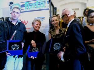 A díjazottaknak Szipál Márton gratulál (Eifert János felvétele)