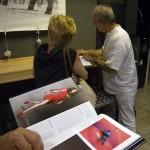 Eifert János könyvét dedikálja, Tripont, 2012.05.29.