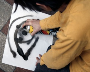 Andris-festékszóróval-dolgozik (Photo: Eifert János)