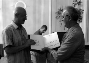 2012.07.19. Eger, Könyvdedikálás szlovák fotóművésznek