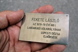 Fekete-László 1978-79. évi labdarugó-gólkirálynak - az Újpesti Dózsa elnöksége (Photo: Eifert János)