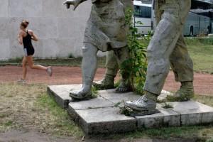 2012.07.25-Futó-a-szobroknál (Photo: Eifert János)