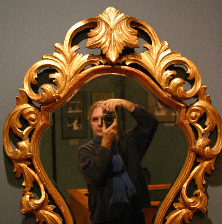 Önarckép tükörben a Bajor Gizi Színészmúzeumban (Photo: Eifert János)