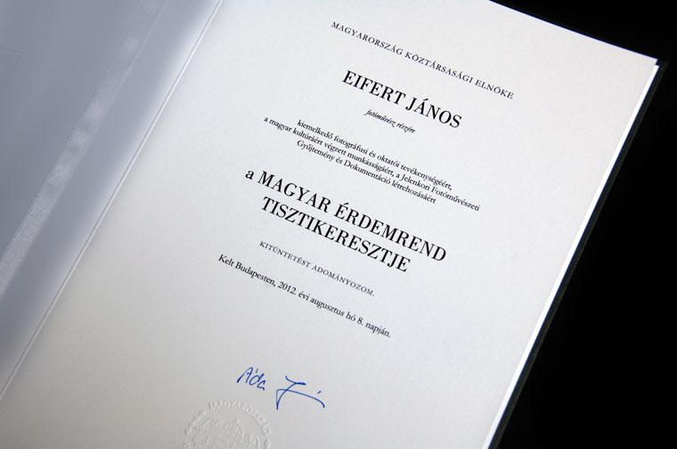 Magyar Érdekrend Tisztikeresztje adományozó oklevél, Áder János köztársasági elnök aláírásával