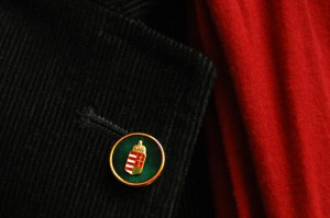 Magyar Érdemrend Tisztikeresztje, kitűző a gomblyukban (Photo: Eifert János)