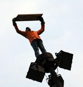 2012.09.02-Táblát-tartó-szoboralak-az-oszlop-tetején