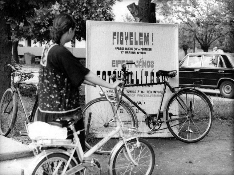 Kisújszállás, Tóbiás Irén kiállításom plakátja előtt