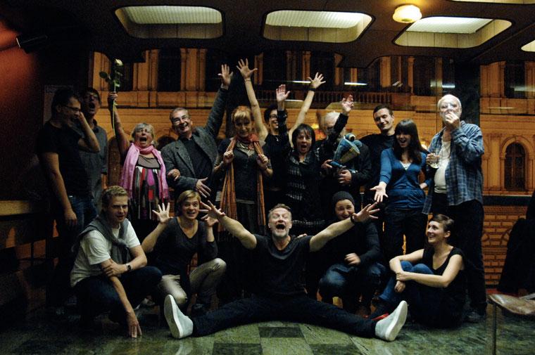 Csoportkép a premier-bulin (Photo: Eifert János)