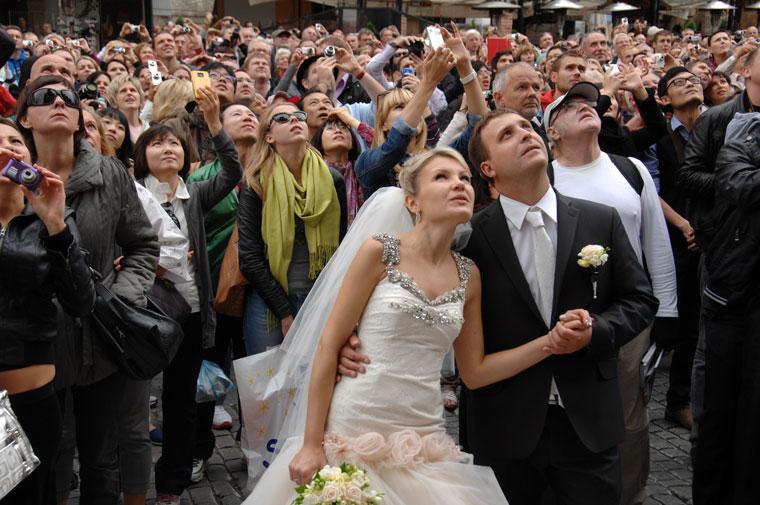 Esküvői pár az Óvárosban (Photo: Eifert János)