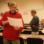 Zsitva Tibor a képekről beszél (Vadócz Zsuzsa felvétele)