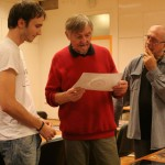 Zsitva Tibor az 1. díjas pályázó képeiről beszél (Vadócz Zsuzsa felvétele)