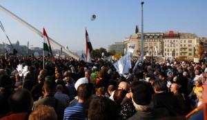 2012.10.23-MILLÁS-tüntetés-az-Erzsébet-hídon-01