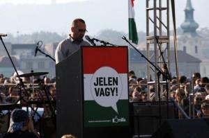 Szónok-a-MILLÁS-tüntetésen (Photo: Eifert János)