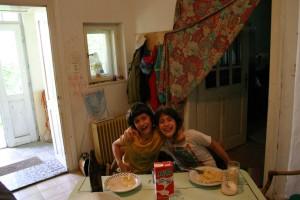 2004.07.01-Andris-Kata-a-konyhában-Hont