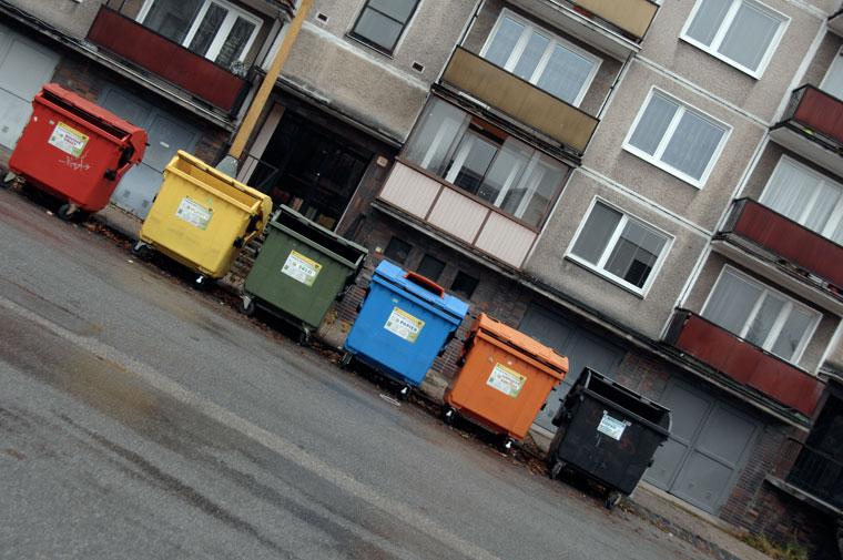 Zsolna / Žilina, szelektív hulladékgyűjtők a lakótelepen (Photo: Eifert János)