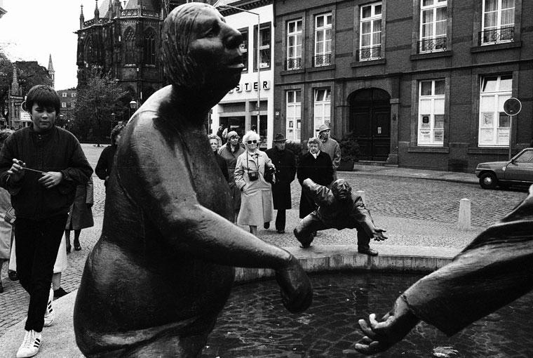 1983.09-Aachen-köztéri-szobrok